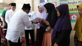 Bantu 300 Anak Yatim, Jompo dan Kaum Duafa