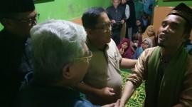 Gubernur Sulsel dan Dirut KBN Melayat Istri Ustad Maulana